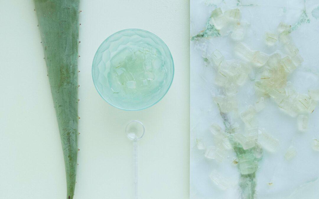 Aloe vera y la depilación láser, planta de aloe y crema a su lado