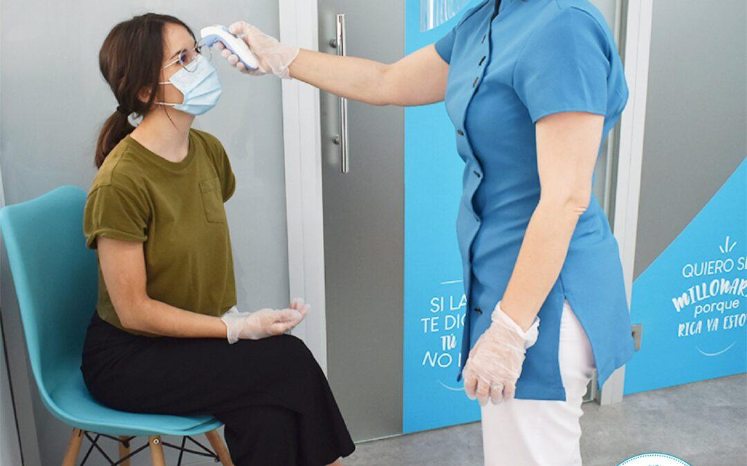 Toma de temperatura para cumplir las medidas de seguridad e higiene en Láserum