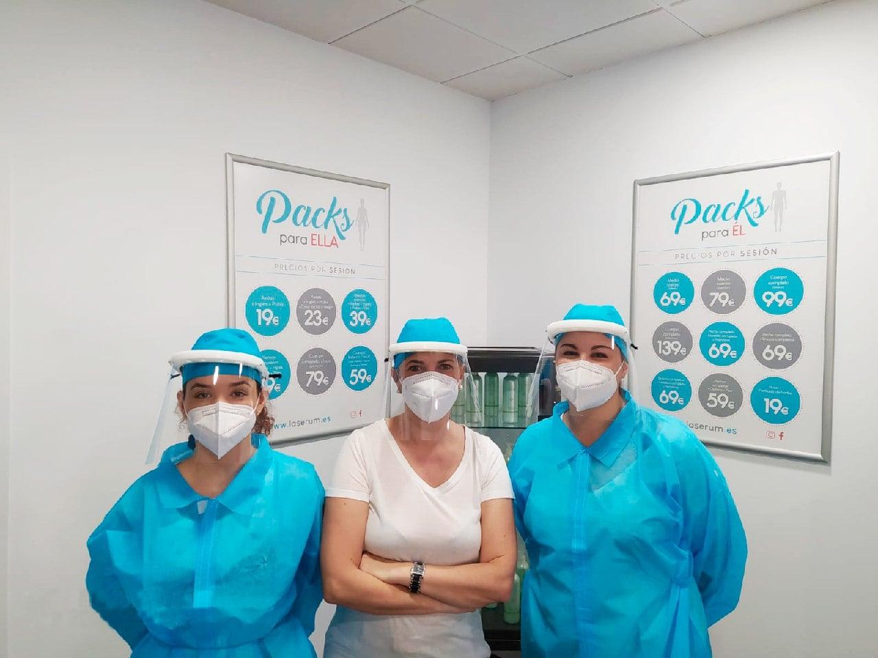 Trabajadoras de Láserum Alicante equipadas con las medidas de protección